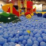 室内で子供と遊べる「キッズーナ港北店」ボールプール・トイ・休憩コーナー編